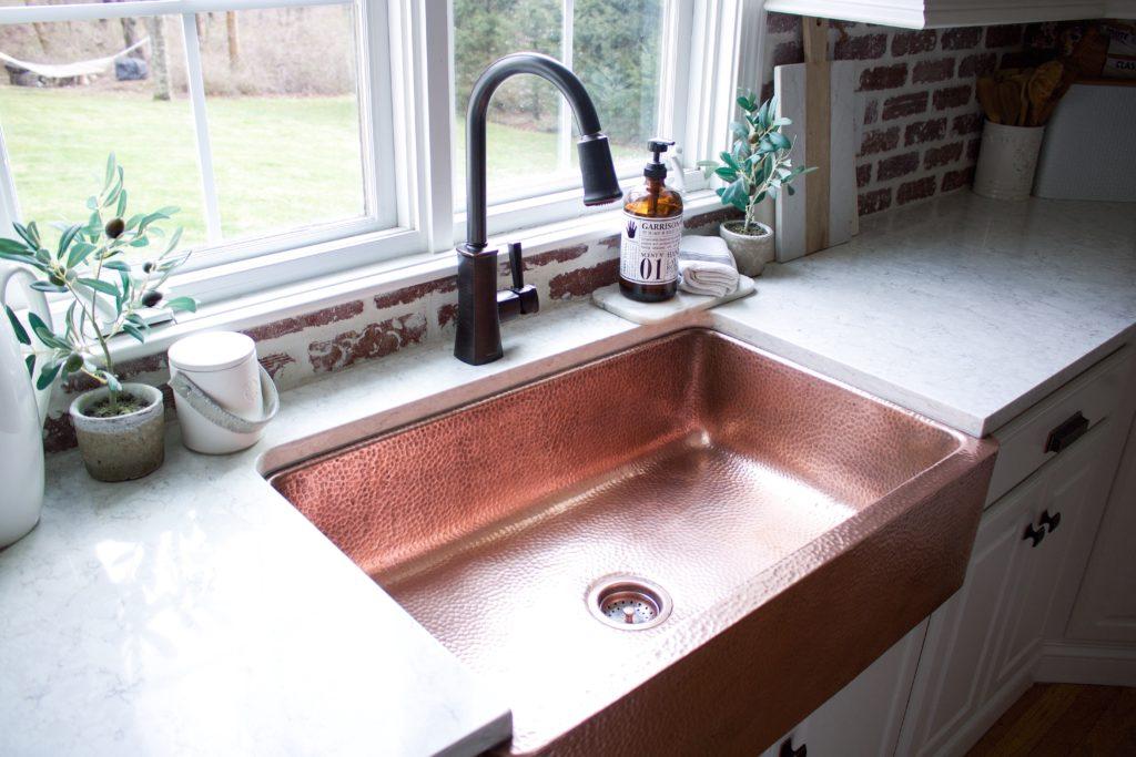 farmhouse-copper-apron-front-sink