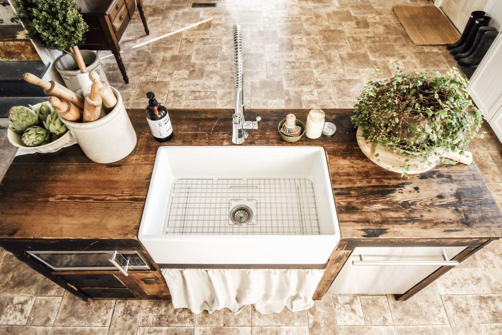 Austen Snow Day Fireclay Farmhouse Sink in Matte White