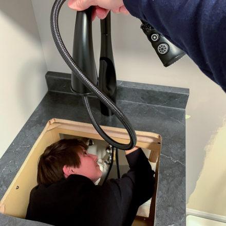 stainless-steel-sink-wilson-installation